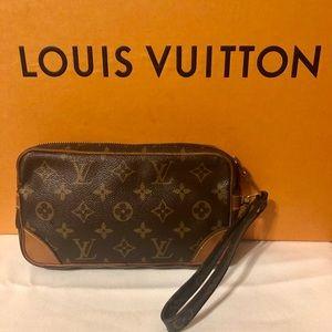 ❤️Authentic Louis Vuitton Clutch/ Wristlet